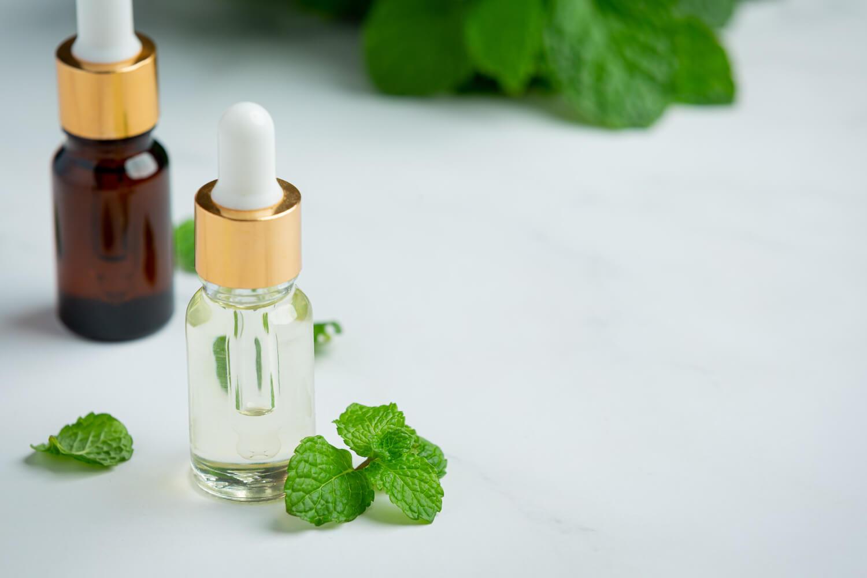 Olejki eteryczne czy olejki zapachowe? Które wybrać?