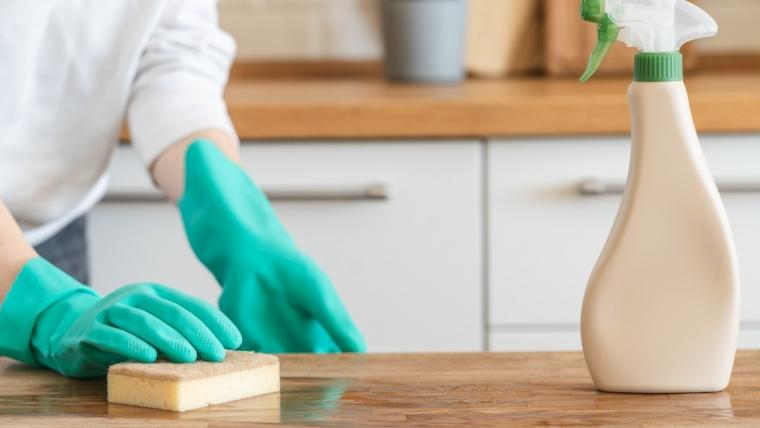 DIY: Uniwersalny domowy środek do czyszczenia
