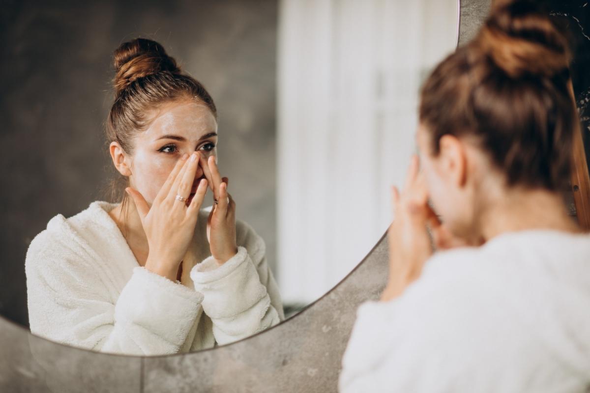 Jak pielęgnować skórę przed snem?