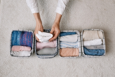Pionowe układanie ubrań – jak to zrobić i co to daje?